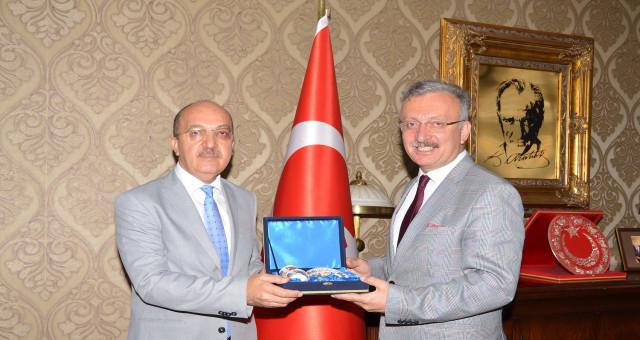 Rektör Zeybek Erzincan Üniversitesi Rektörü ile buluştu
