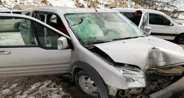 Gümüşhane-Tirebolu Karayolunda Aracın Üzerine Kaya Düştü: 4 Yaralı