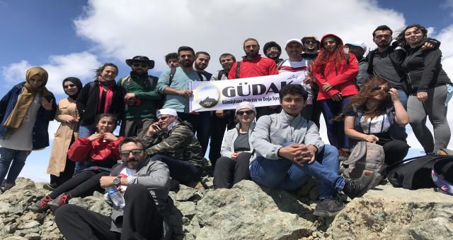Gümüşhaneli dağcılar Bayburt'un en yüksek zirvesine tırmandılar