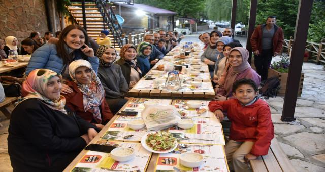 Gümüşhaneli dağcılar 40 gözeli şelalede iftar yaptı