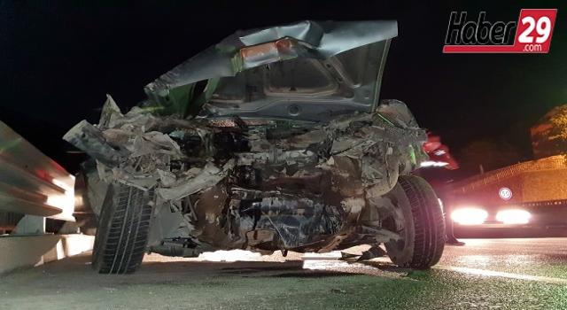 İş makinesine çarpan otomobil hurdaya döndü: 1 yaralı