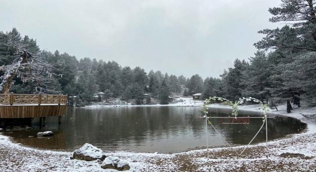 Limni Gölü'nde Beyaz Güzellik.