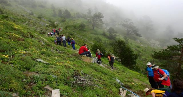 Gümüşhaneli dağcılar bir günde 4 yaylayı aştı
