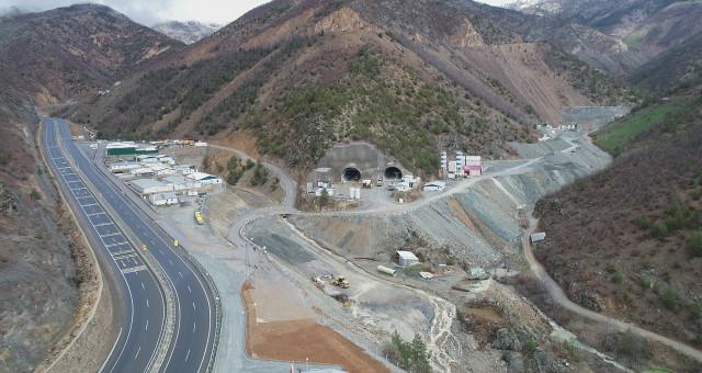 Yeni Zigana Tüneli'nde yüzde 55 seviyesine ulaşıldı, ışık 2020'de görülecek