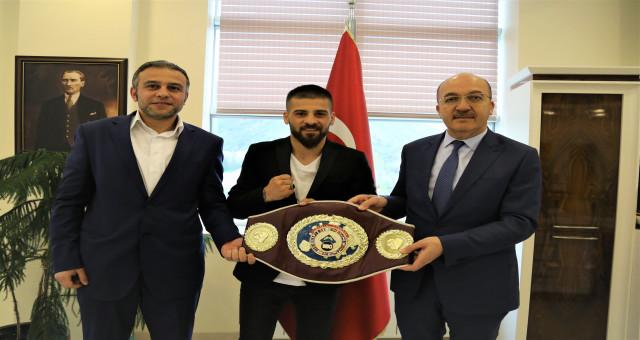 Avrupa Boks Şampiyonu, Rektör Zeybek'i ziyaret etti