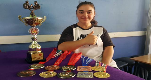 İlçenin ilk ve tek kadın milli bilek güreşçisinin hedefi dünya şampiyonluğu