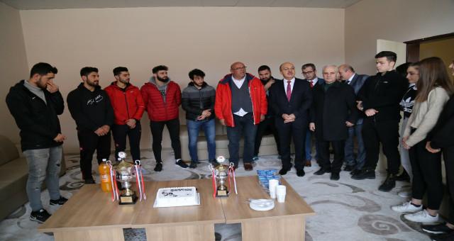 Gümüşhane Üniversitesi voleybol erkek takımı şampiyon oldu
