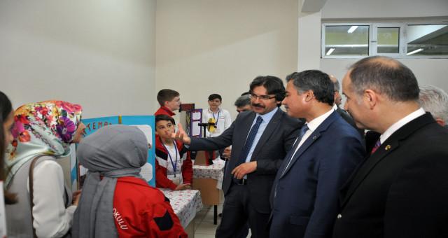 Gazipaşa Ortaokulu Bilim Fuarı ve Resim Teknoloji Tasarım sergisi açıldı