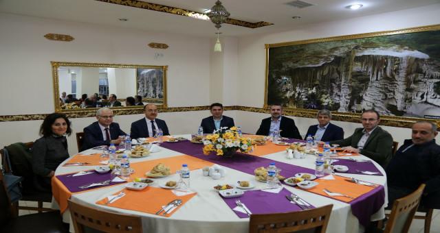 Rektör Zeybek GÜ personeliyle iftar yemeğinde buluştu