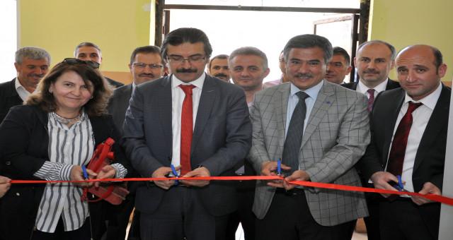 Fevzipaşa Ortaokulu öğrencileri Tübitak-4006 Bilim Fuarı açıldı