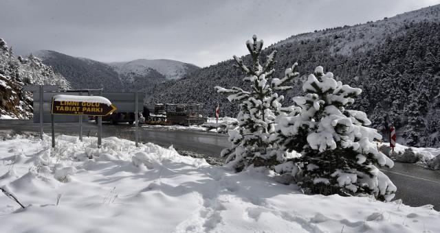 Zigana Geçidi'nde kar kalınlığı 20 santimetreyi aştı