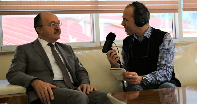 Rektör Zeybek TRT Trabzon Radyosu'na konuştu