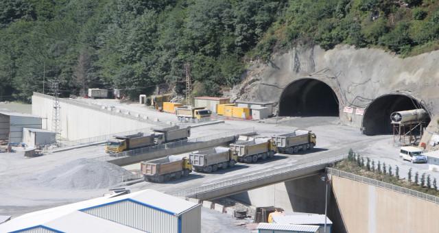 Zigana Tüneli'nde yüzde 63 seviyesine ulaşıldı