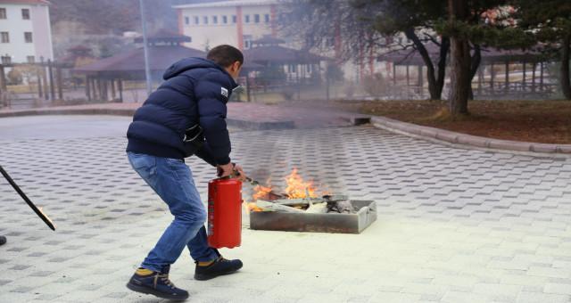 Gümüşhane Üniversitesi personeline acil durumlara müdahale eğitimleri verildi