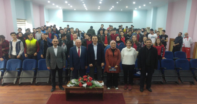 """Kanuni Mesleki Ve Teknik Anadolu Lisesi'nden """"Etkili İletişim Becerileri Kazanma""""  semineri"""