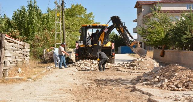 Kelkit belediyesi Doğalgaz hattı nedeniyle bozulan yollarda çalışmalara devam ediyor