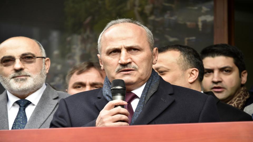 """Bakan Turhan: """"Sosyal medyadaki saldırıları 'teknik ve iletişim yöntemi ile yapılan terör' olarak değerlendiriyoruz"""""""