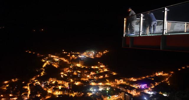 Torul Kalesi Cam Seyir Terası Türkiye'nin ve Avrupa'nın en yükseklerinden birisi