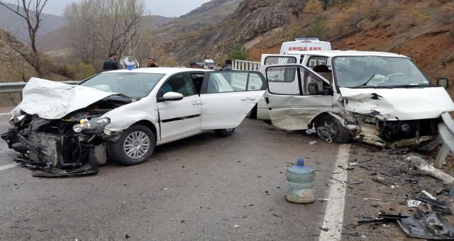 Gümüşhane'de iki ayrı trafik kazasında 9 kişi yaralandı