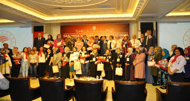 Gümüşhaneli Kadın Çiftçiler Rize'de ödül aldı
