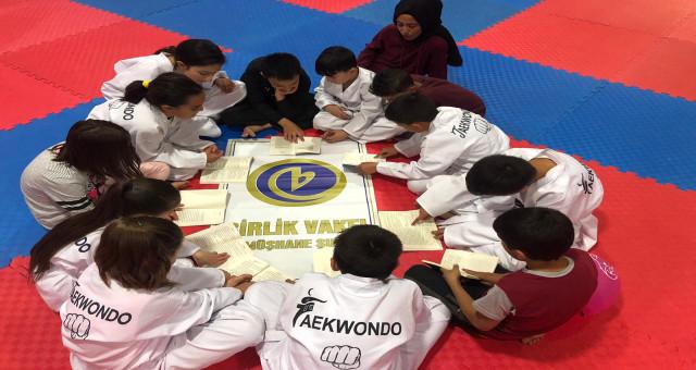 Birlik Vakfı, Spor Yaptırırken Kitap Okutturuyor