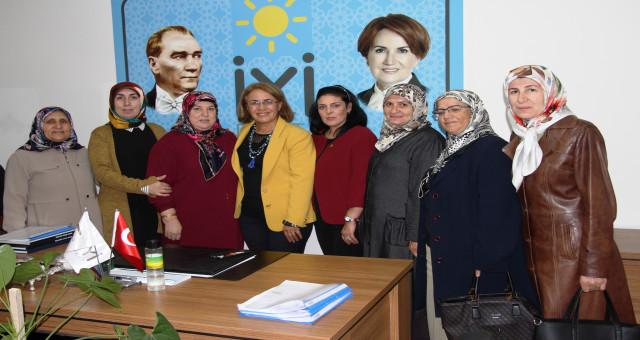 CHP Kadın Kolları Genel Başkanından İYİ Partiyi Ziyaret Etti