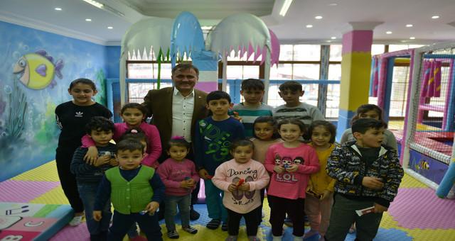 Başkan Çimen'den Çocuklara Jest