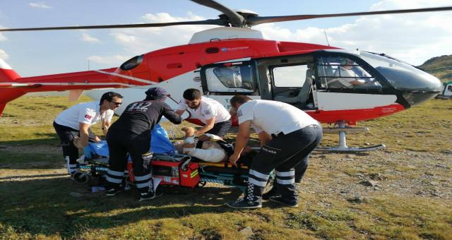 Yüksek gerilim hattında yaralanan işçi ambulans helikopterle alındı