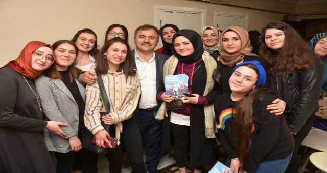 Başkan Çimen, Öğrencilerin Talebini Geri Çevirmedi